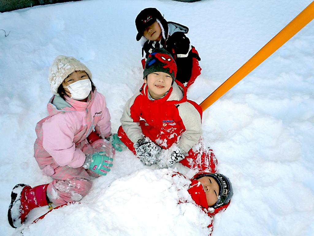 雪遊び楽しいな!